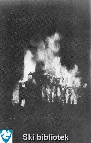 Samfunnsbygningen brenner ned i 1937 skib001001web